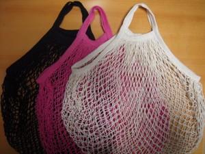 網バッグと造花